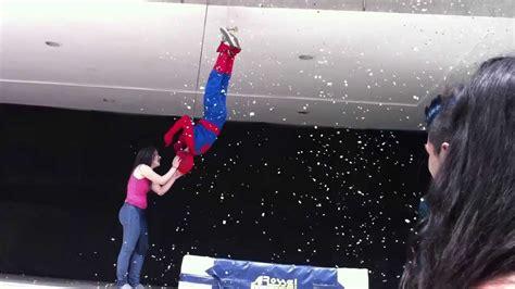 Beso De Pelicula Spiderman Youtube