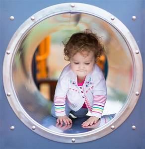 Big Baby Slide : cute curly baby girl climbing a slide on a playground ~ A.2002-acura-tl-radio.info Haus und Dekorationen