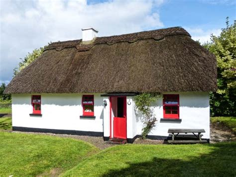 Ireland Cottage by No 7 Tipperary Thatched Cottages Puckane County