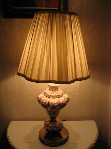 25 Vintage Table Lamps For A Retro Home Decor  Warisan. Dining Room Table Bench Seat. Pictures Of Elegant Living Rooms. Living Room Shelves Ideas. Southern Living Room. Modern Living Room Light Fixtures. Hgtv Dining Rooms. Cheap Dining Room Lighting. Feng Shui Living Room Arrangement