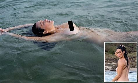 Plus Size Model Laura Wells Poses Naked In Beach Shoot For Art Provocative Daily Mail Online