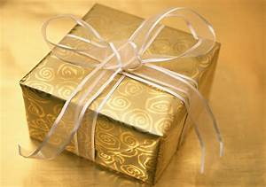 Gift Cards vs. Store Bought Gifts - VersusBattle.com