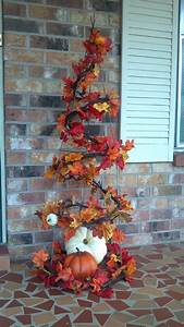 Dekoideen Herbst Winter : fall tree made with a tomato cage halloween with spider webs and spiders thanksgiving ~ Markanthonyermac.com Haus und Dekorationen