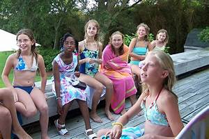 Www2737960gorgeous girls partying in the pool