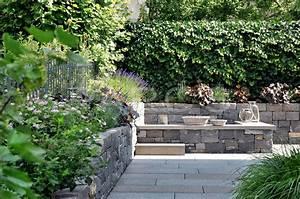 Natursteinmauern Im Garten : familiengarten mit natursteinmauern f r einfamilienhaus ~ Markanthonyermac.com Haus und Dekorationen