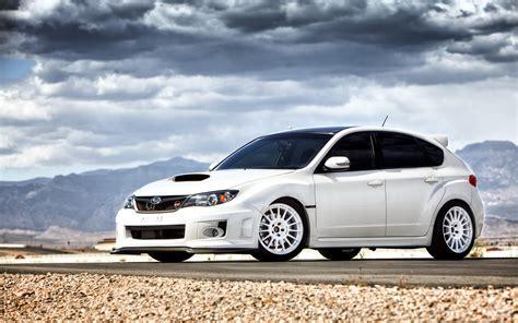 subaru white car ダウンロード壁紙 1680x1050 スバルインプレッサsti白い車 hdのデスクトップの背景