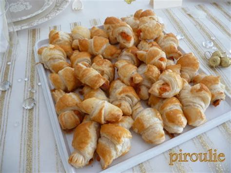 petit four pate feuillete petits croissants au saumon fum 233 pour l ap 233 ritif p 226 tisseries et gourmandises
