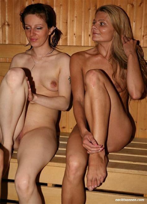 Nackt in sauna jungs Sauna sex