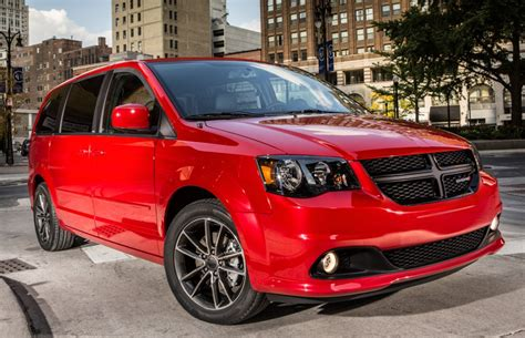 chrysler recall issued   town country