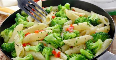 recette de pates aux brocolis  poivrons rouges