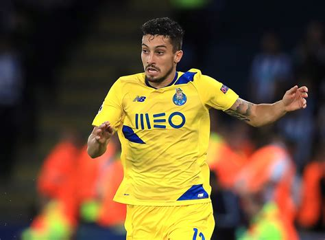 Manchester United agree deal with Porto for left-back Alex ...
