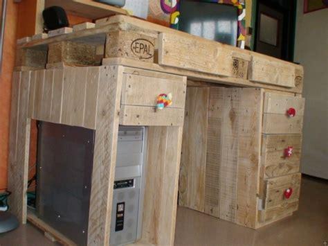 bureau en palette de bois meubles en palettes le bois recyclable pour votre confort