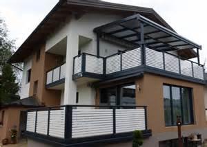 balkon beistelltisch sichtschutz holz querlattung bvrao