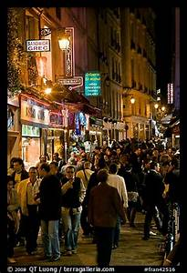 strolling for picture photo busy pedestrian street at night quartier