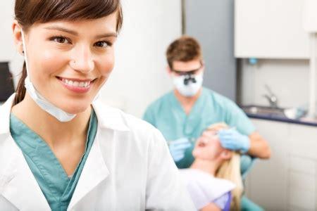 Assistente Poltrona Assistente In Studio Odontoiatrico A S O