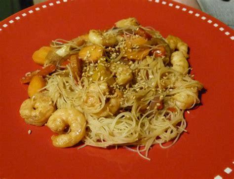 cuisiner vermicelle de riz vermicelles de riz aux crevettes gourmicom