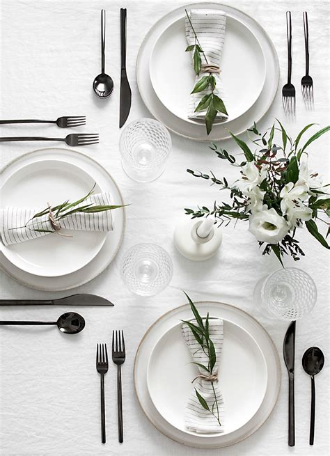 simple table settings set the table