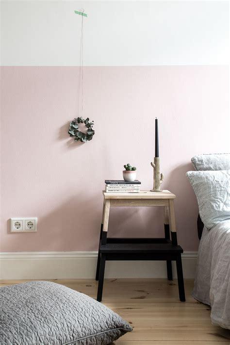 eine rosa wand fuer das schlafzimmer neue bettwaesche aus