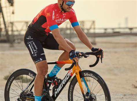 team bahrain victorious presenta su maillot  fotos