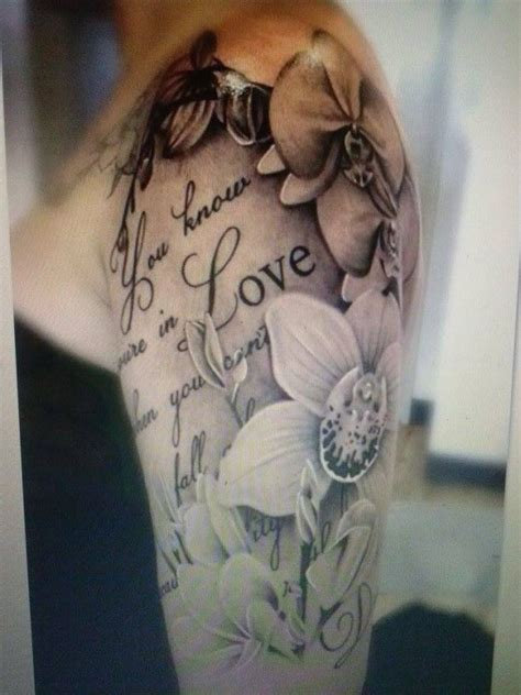 schrift tattoo mit blumen tattoo vorlagen