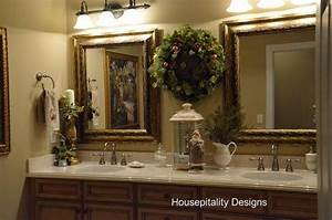 christmas deco for the bathroom on pinterest decorating With holiday bathroom decorating ideas