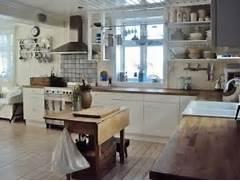 28 Vintage Wooden Kitchen Island Designs DigsDigs Vintage Kitchen Design Retro Kitchen Accessories Kitchen Designs Ideas Retro Vintage Kitchen Design Ideas Eatwell101