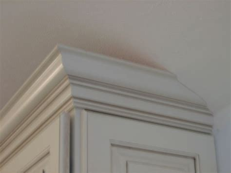 vaulted kitchen  soffit tapering crown molding   cabinet door  side  cabinet