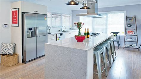 kitchen cabinets in gray caesarstone bianco drift 6131 mkw surfaces 6131