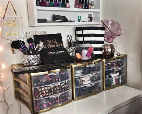Diy Vanitydesk Top Organizers by 25 Best Ideas About Makeup Containers On