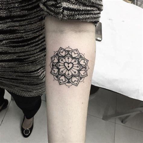 mandala estilo corazon tatuajes  mujeres