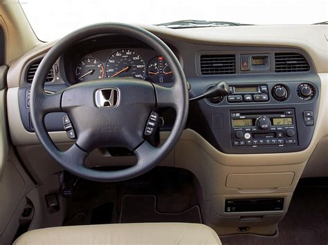At edmunds we drive every car we review. Honda Odyssey (2002) - picture 5 of 15