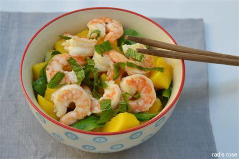 cuisiner des epinards salade mangue avocat crevette radis