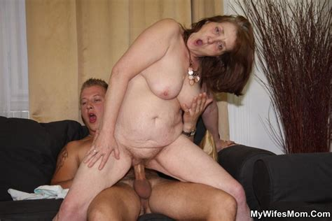 Very Surprised Chick Finds Her Mom Mouthful Xxx Dessert Picture 10