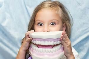 Nursery Staff Teaching Kids About Dental Hygiene - Defacto ...