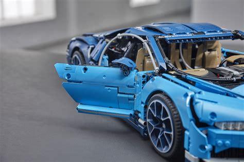 Bugatti automobiles s.a.s ile iş birliği içinde geliştirilen model, pırıltılı aerodinamik kaportası, logolu telli jantlarıyla düşük profil lastikleri, detaylı fren diskleri ve pistonları hareket eden w16 motoruyla efsanevi süper arabanın büyüsünü yakalıyor. LEGO Technic 42083 Bugatti Chiron Rcshop