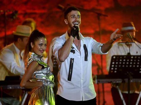 Saad, La Popstar Accusata Per Stupro Lo Difende Il Re Del