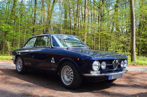 Alfa Romeo 2000 GTV Bertone Coupe classic cars 1970 ...