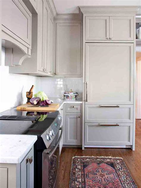 beige  white transitional kitchen  oriental rug hgtv