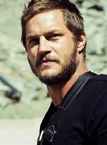 Michael Muller photographs actor Travis Fimmel bungee ...