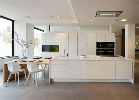 kitchens with white cabinets m 225 s de 25 ideas incre 237 bles sobre cuartos de ba 241 os grises 8798