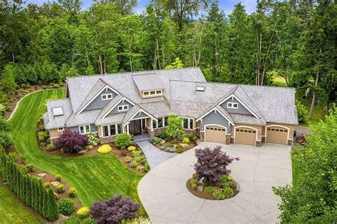 richly detailed craftsman house plan  angled  car garage jd architectural designs