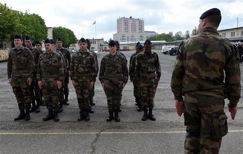 les jeunes du service militaire volontaire s appr 234 tent 224