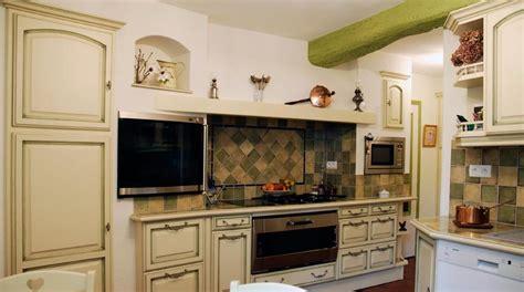 exemple de cuisine repeinte cuisine rustique repeinte photo 10 15 l 39 endroit a été