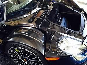 Porsche 918 Spyder Hands