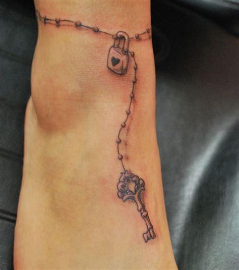 tatouage cheville  modeles de tatouages pour les femmes