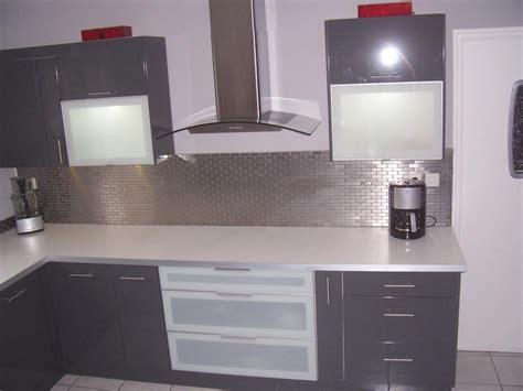cuisine blanc et gris conseil idée déco cuisine gris et blanc