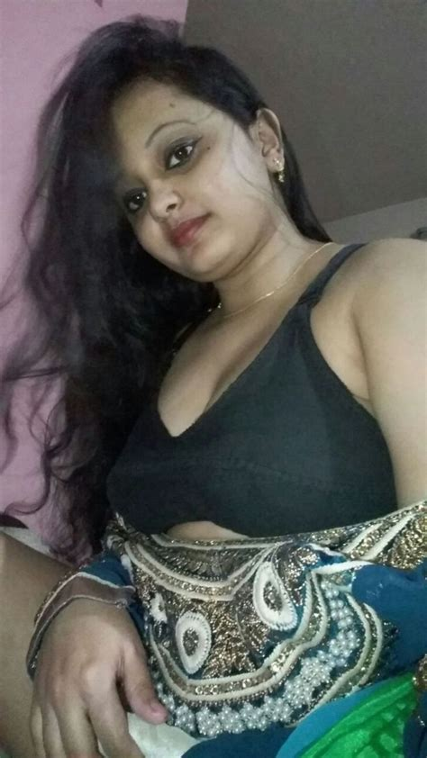 Desi Girl In Saree Nude For Lover Video Hd Pics