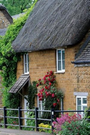 English Cottage Style Home Love The Roof Lines
