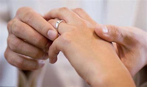 wedding ring rash