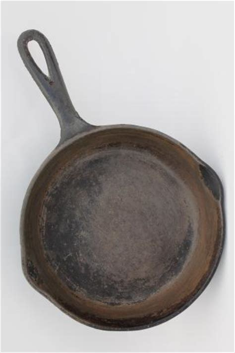 vintage cast iron frying pans  cast iron camp cookware large small skillets